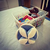 Les jeux Montessori, tout savoir sur la balle de préhension Montessori